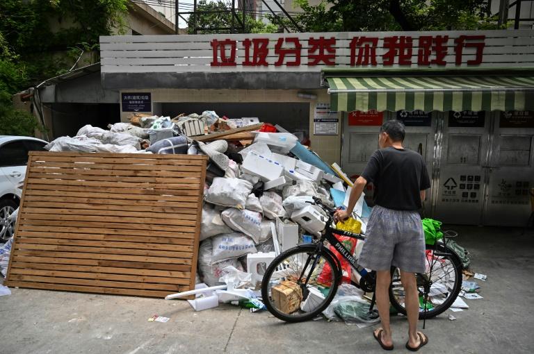 Shanghai leads battle against Chinas rising mountain of trash
