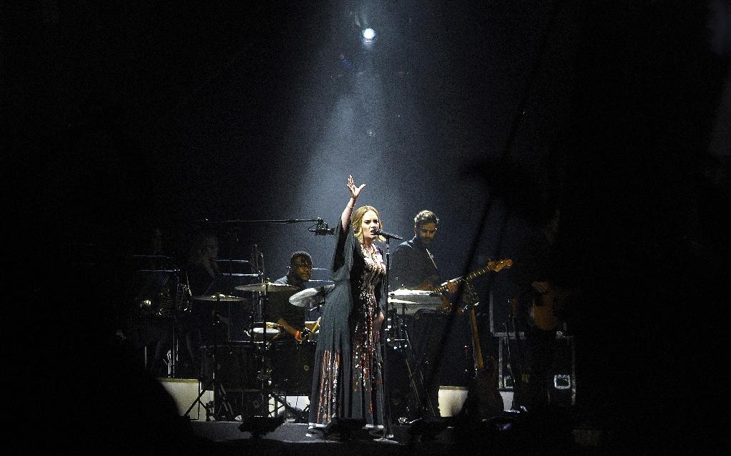 Adele cracks 10 million US sales once again
