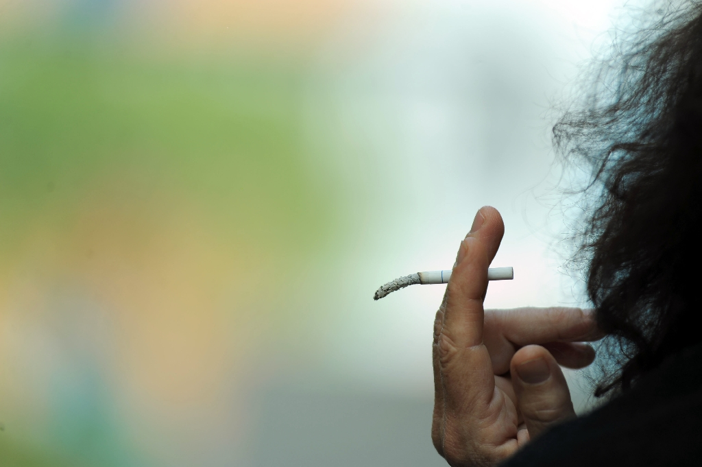 Laws regulating electronic cigarettes