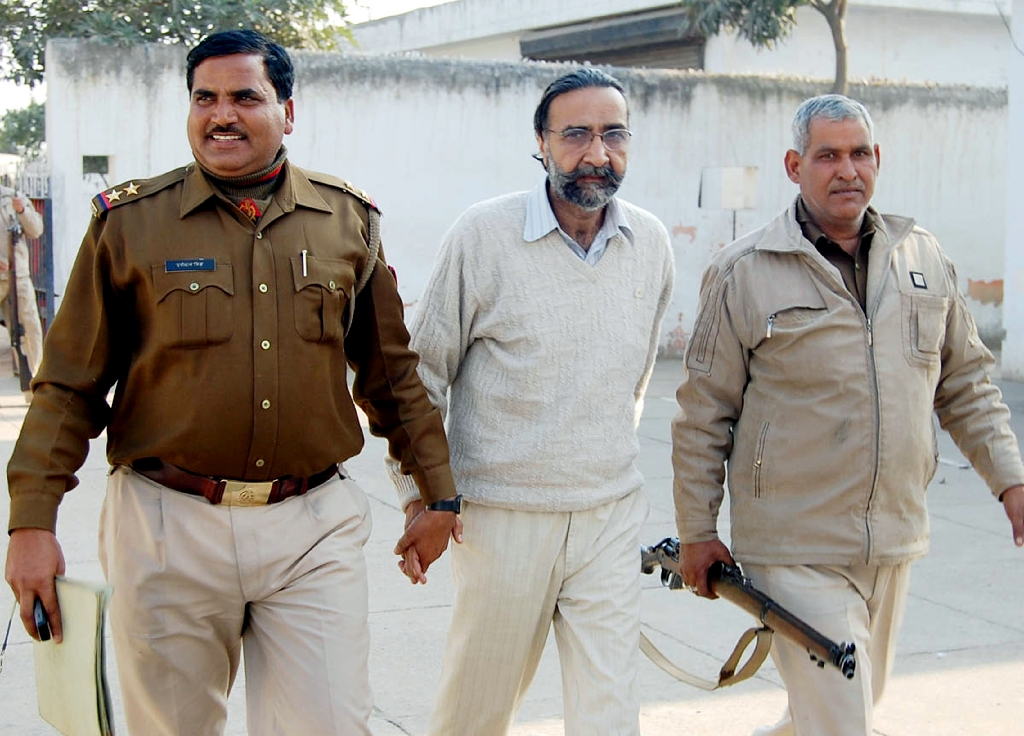 Indian court sentences pair to death over serial killings