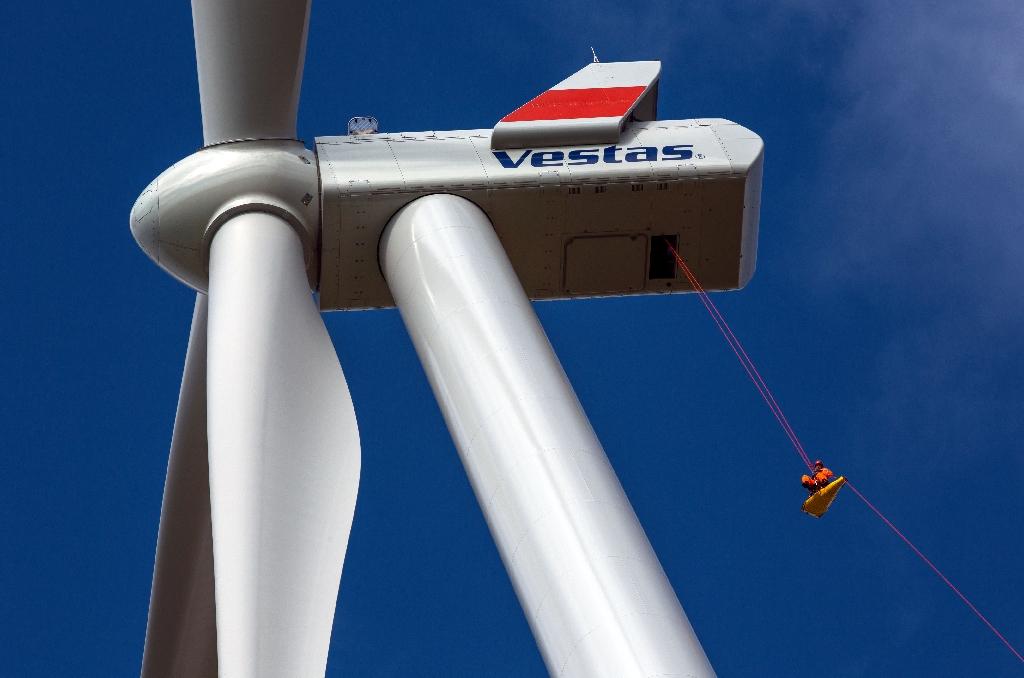 World's Biggest Wind-Turbine Maker Falls as Trump Drops Paris