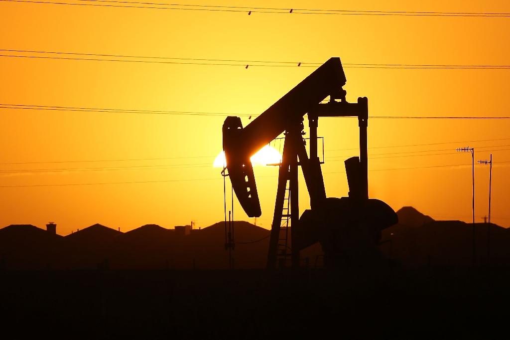 Oil slumps as Iran-Saudi discord dims freeze prospects