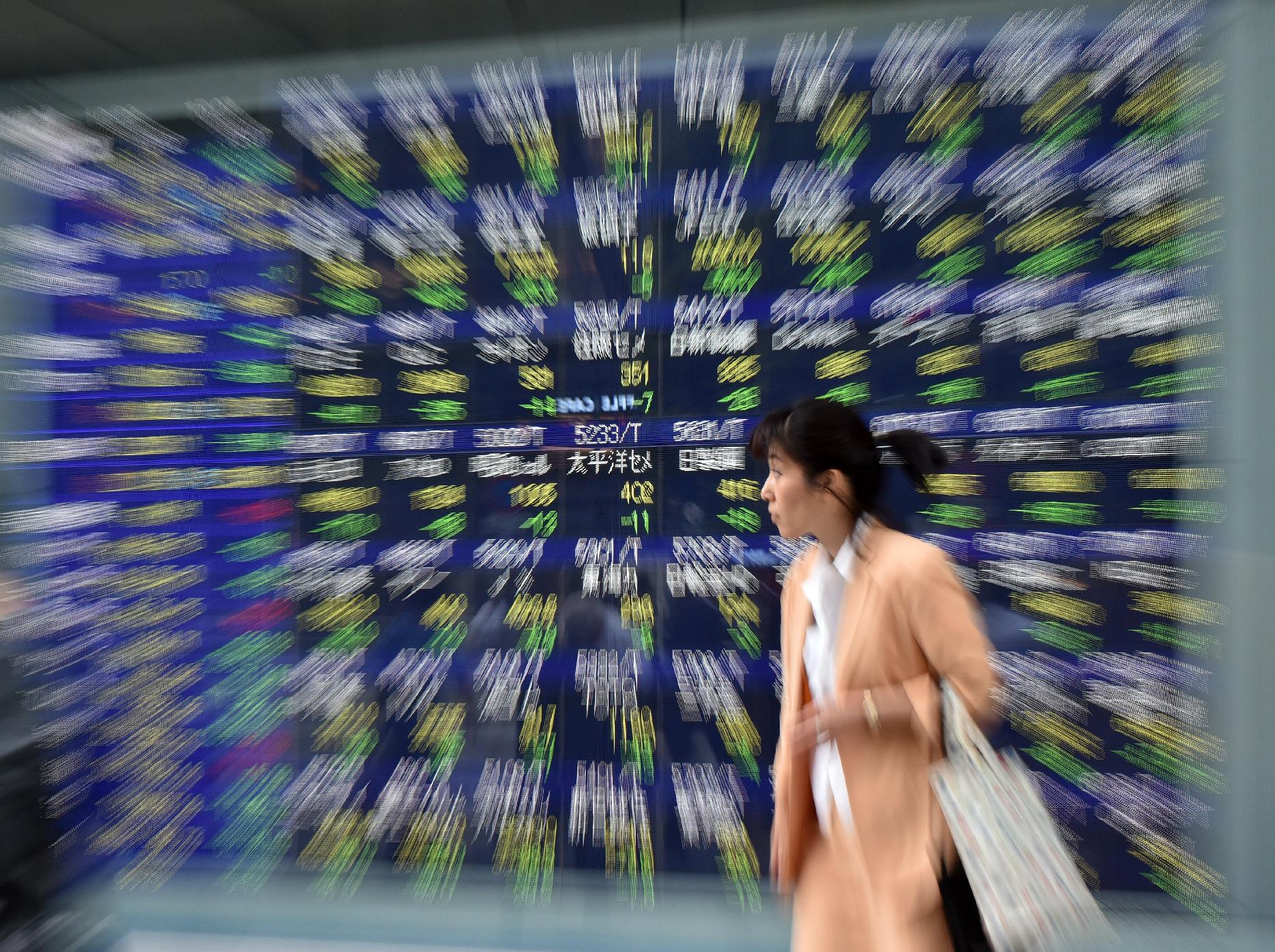 Asia markets mixed, global fears remain