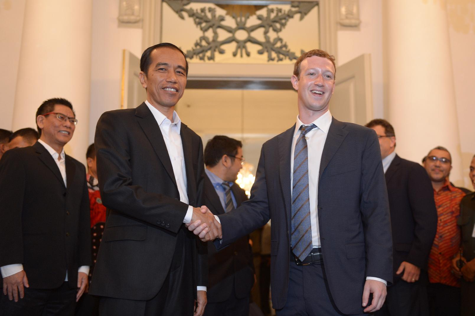 Facebook founder presses Indonesian leader on web access