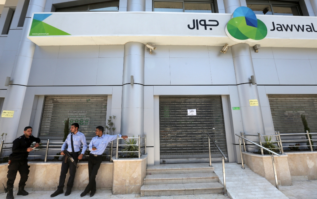 Hamas reopens offices of Gaza's only mobile phone firm