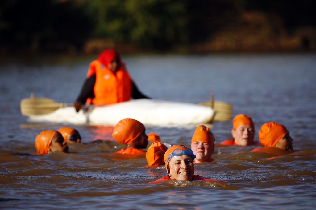 Ambassador swims Nile at Khartoum for Facebook bet