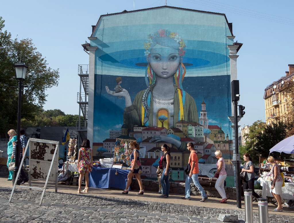 Street artists give Kiev colourful makeover