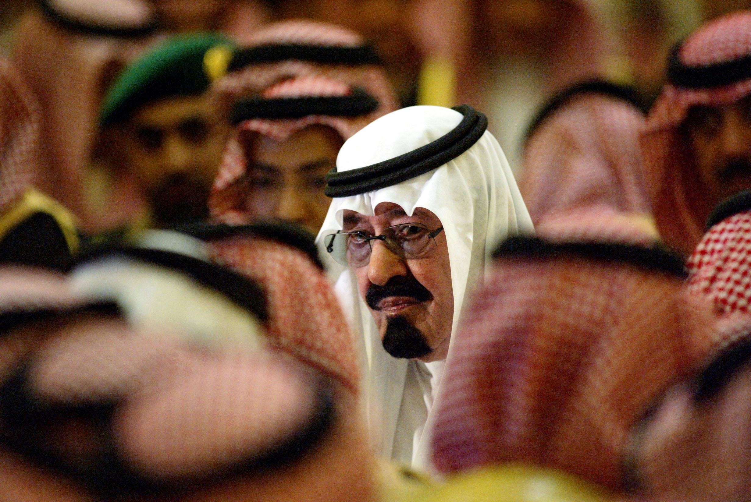 Saudis swarm Twitter to mourn king