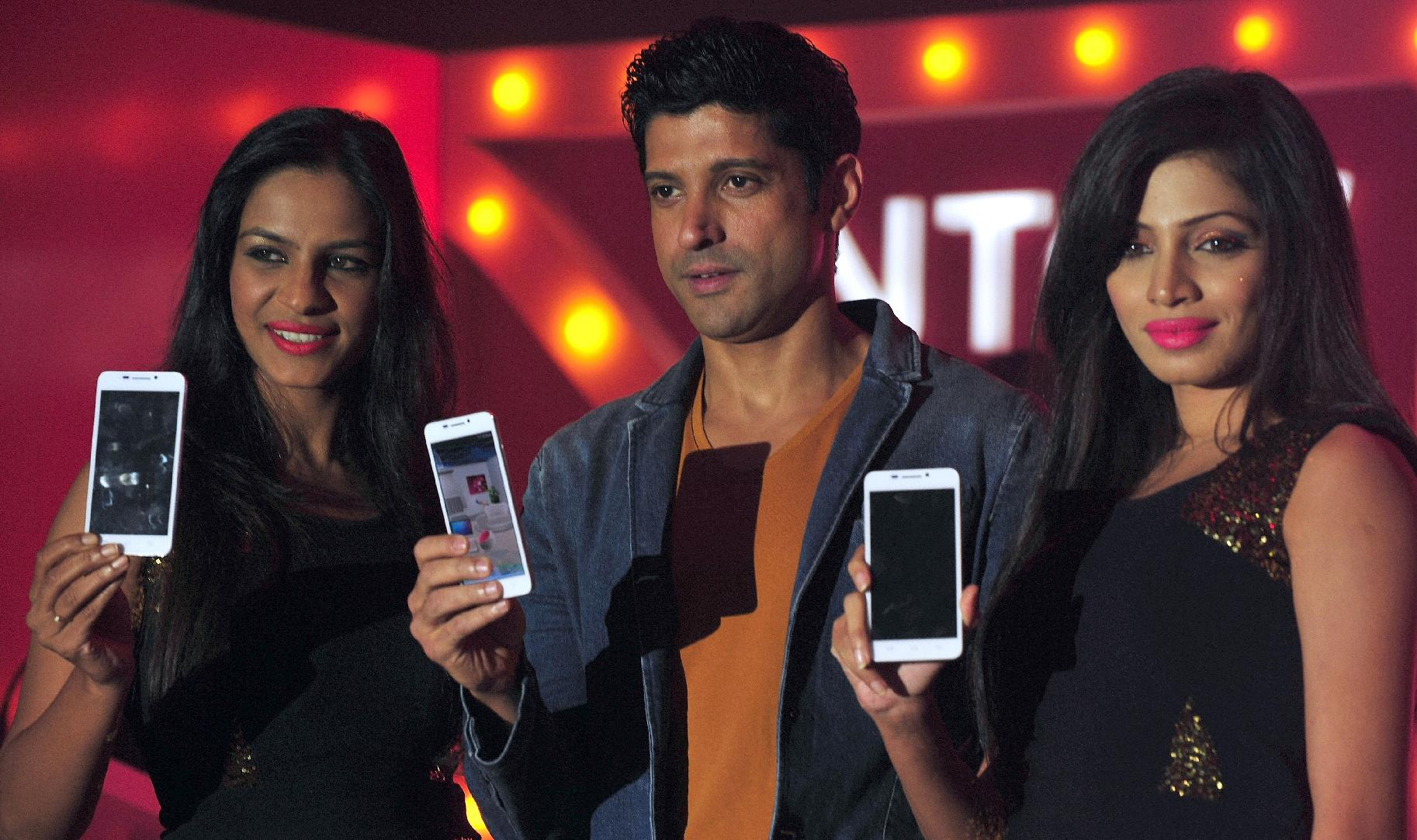 Smartphone makers dial up growth in India