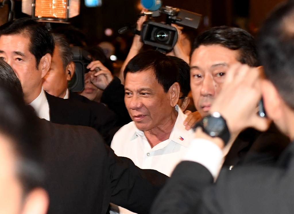 Philippines' Duterte makes business pitch in Japan