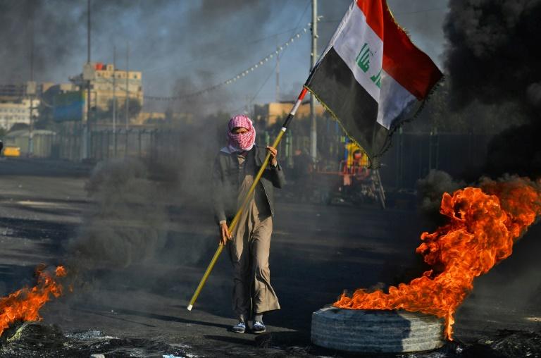 Iraqi protesters ramp up pressure as deadline expires