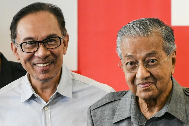 Malaysian king hits back at Mahathir amid crisis