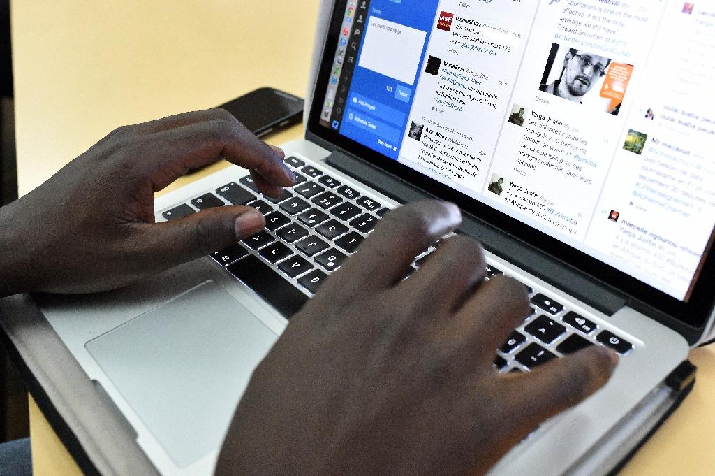 Facebook, Eutelsat in African Internet satellite hook-up
