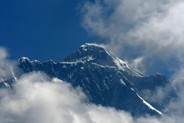 Nepal mulls minimum Everest criteria after deadly season