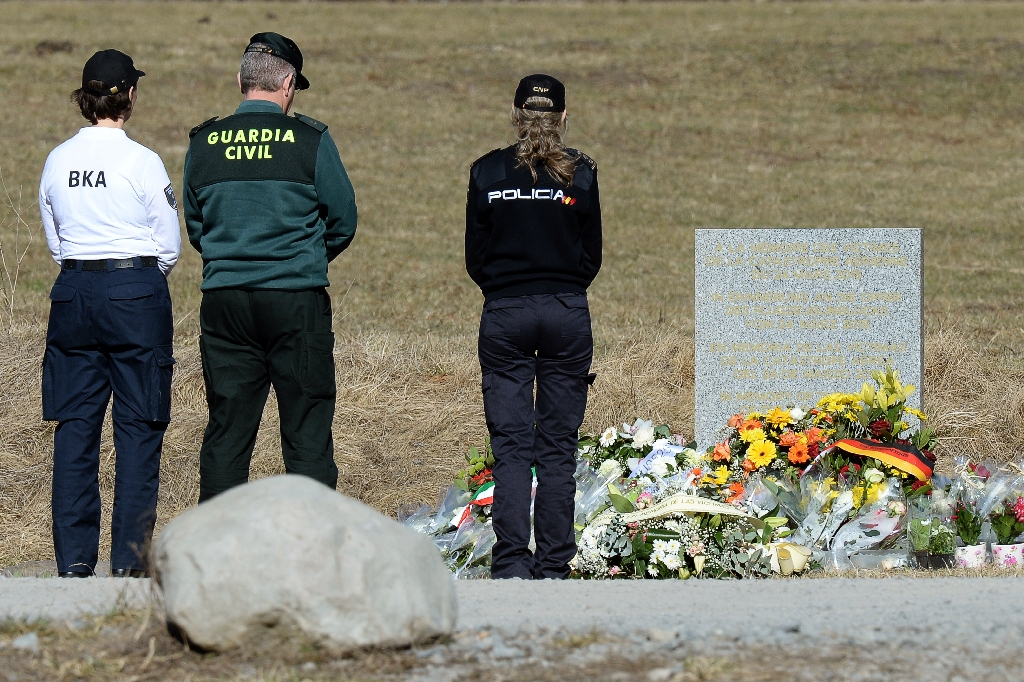 Report: Alps crash pilot told ex 'everyone will know my name'