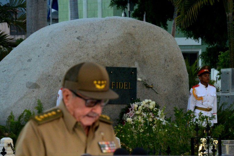 US bars Cubas Raul Castro and family