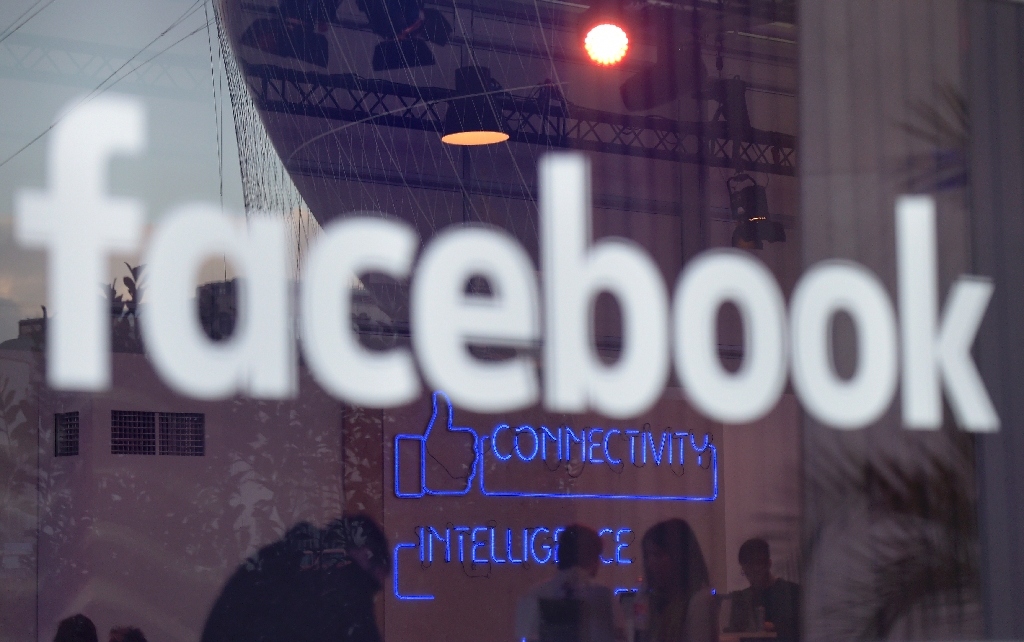 Facebook to challenge US bill for back taxes