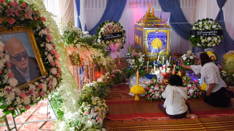 Mourners pay final respects to Khmer Rouge Brother Number Two