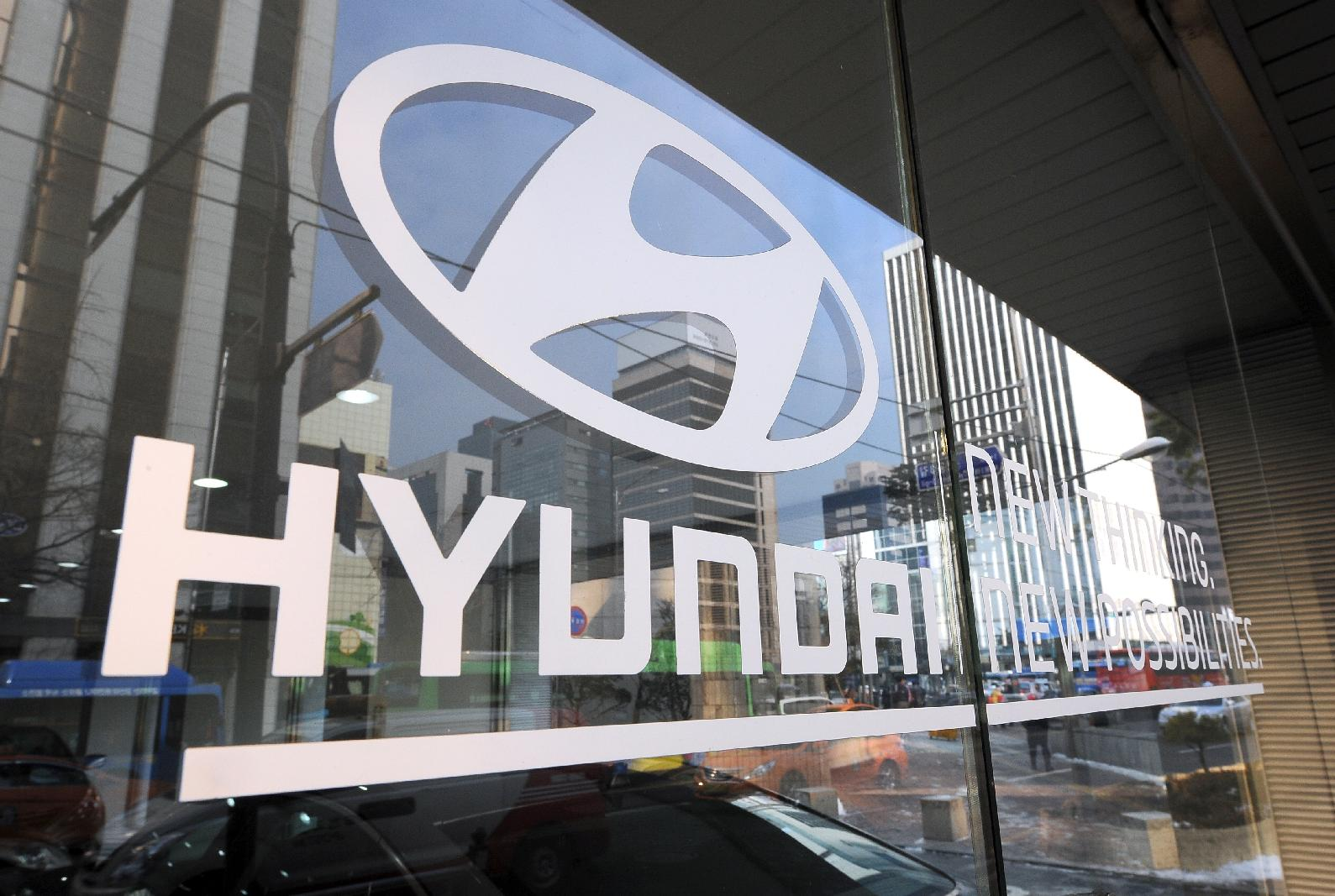 Hyundai Motor Co says it has reached a tentative wage deal with labour unions to end a series of damaging partial strikes