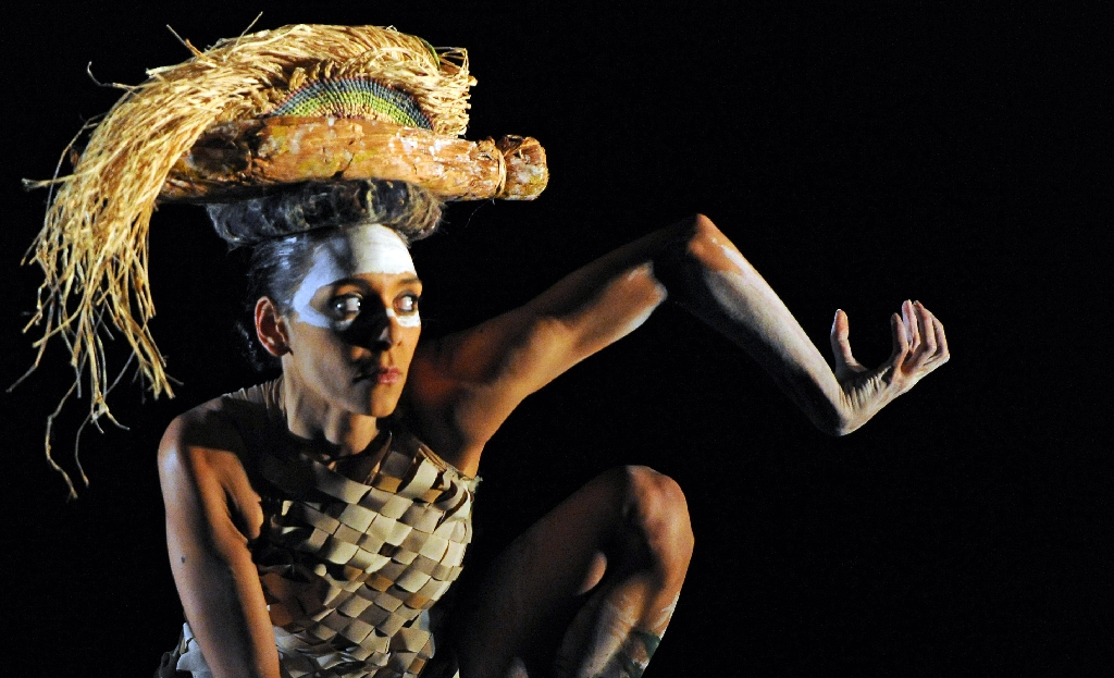 Bangarra dancers celebrate Aboriginal culture, with or without lights