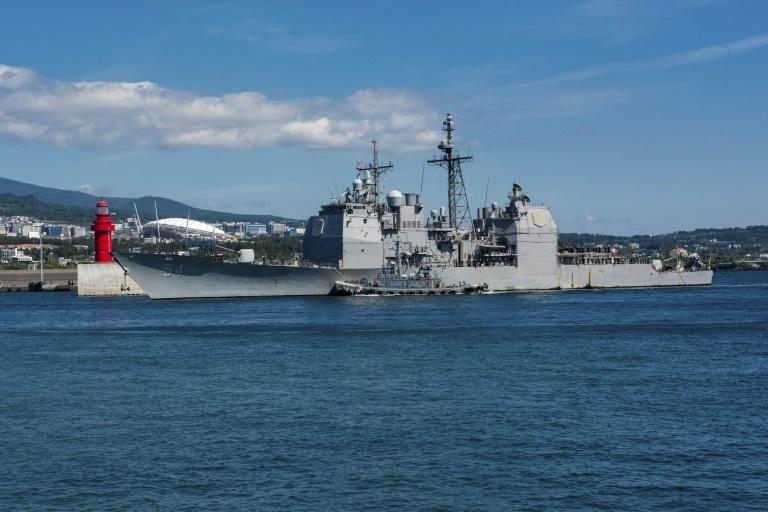 US warship sails through Taiwan Strait