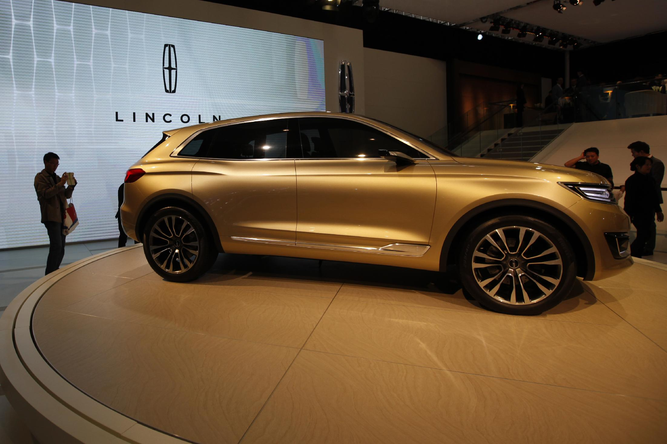 US automaker Ford starts luxury Lincoln sales in China