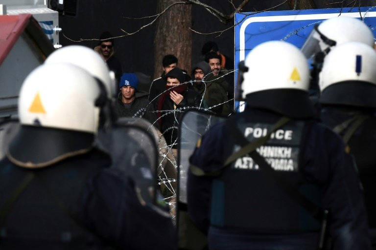 Greece tries to halt thousands of migrants, sparking UN rebuke