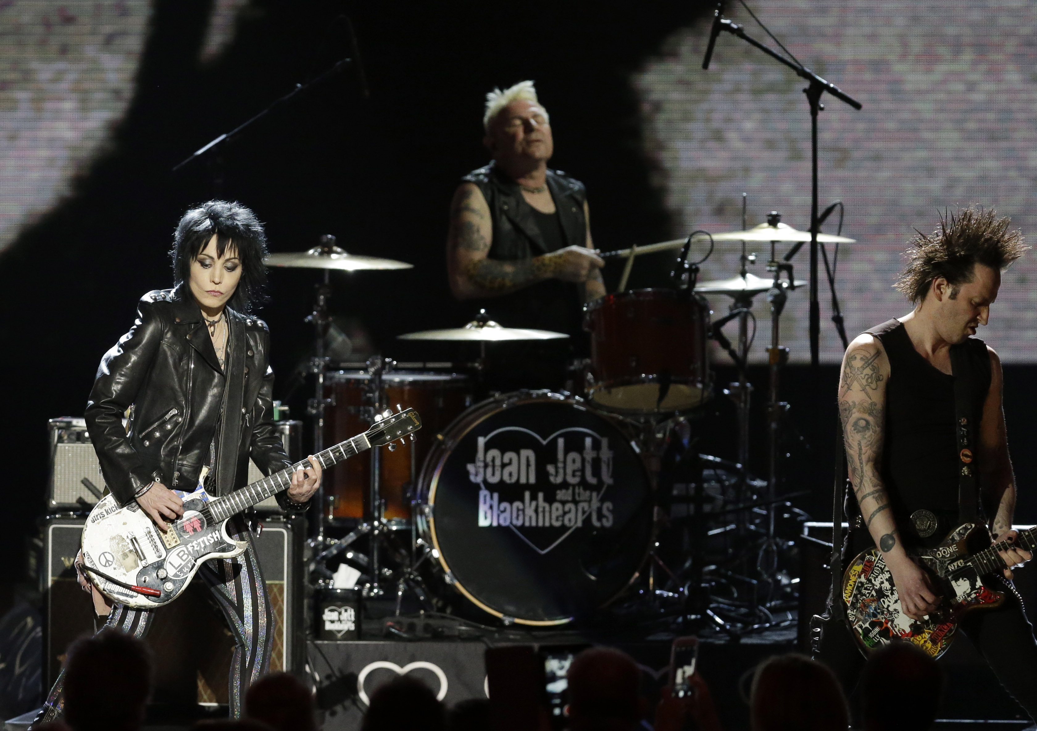 Joan Jett emotional on induction into Rock Hall