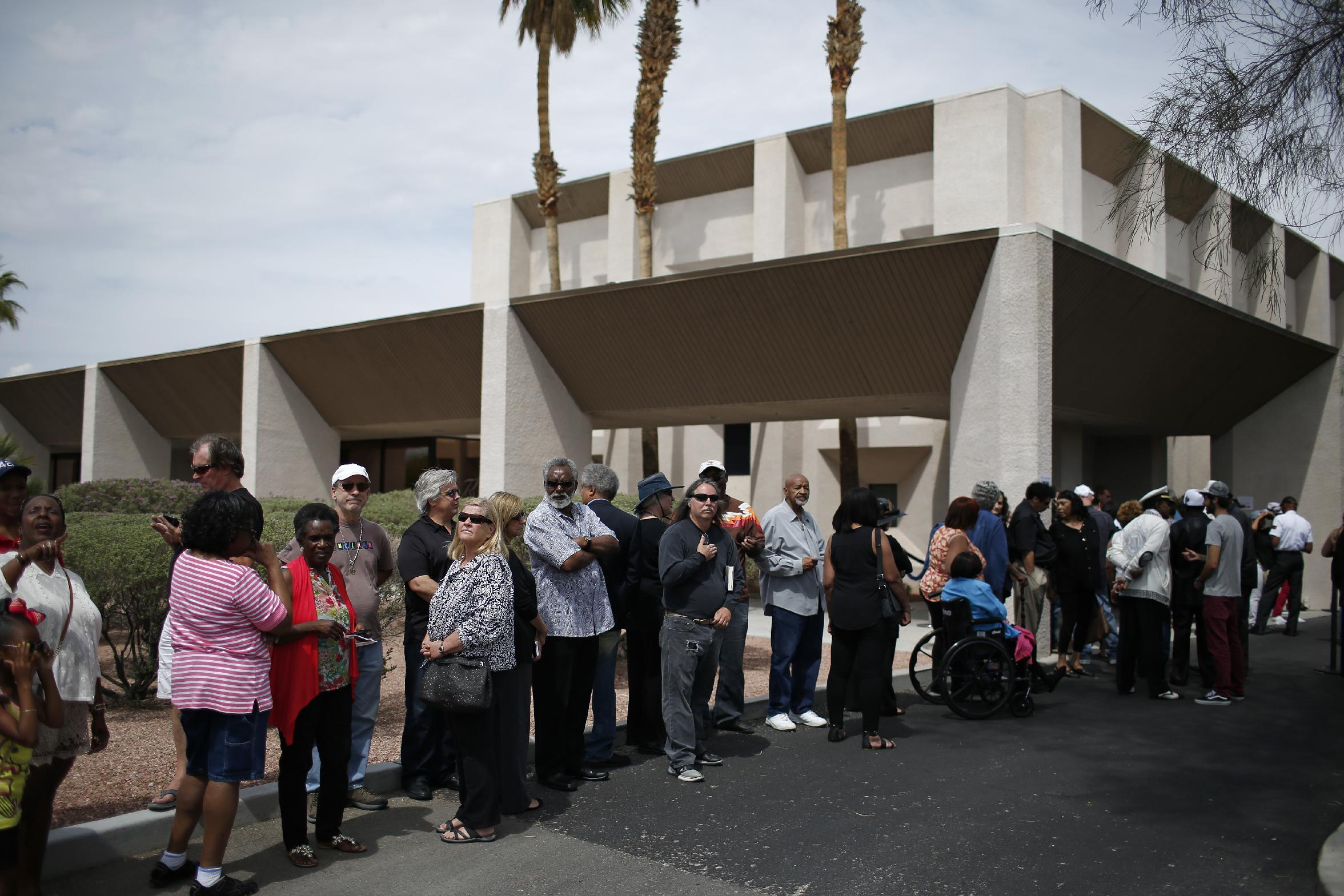 Hundreds line up for Las Vegas public viewing of B.B. King