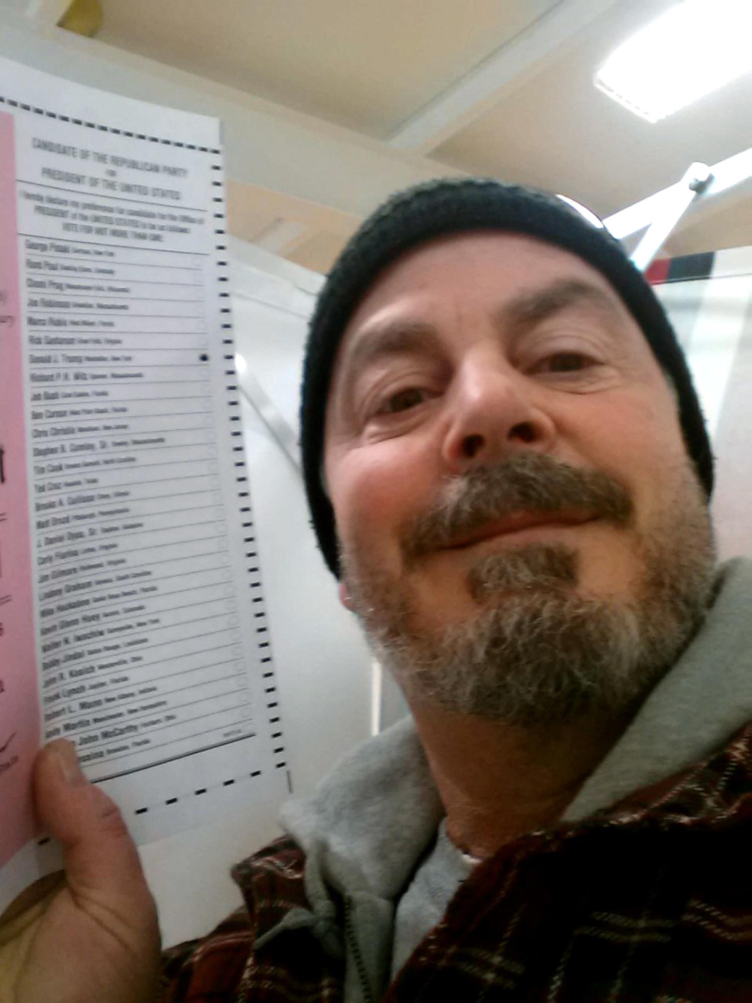 Justin Timberlake's ballot selfie highlights mixed laws