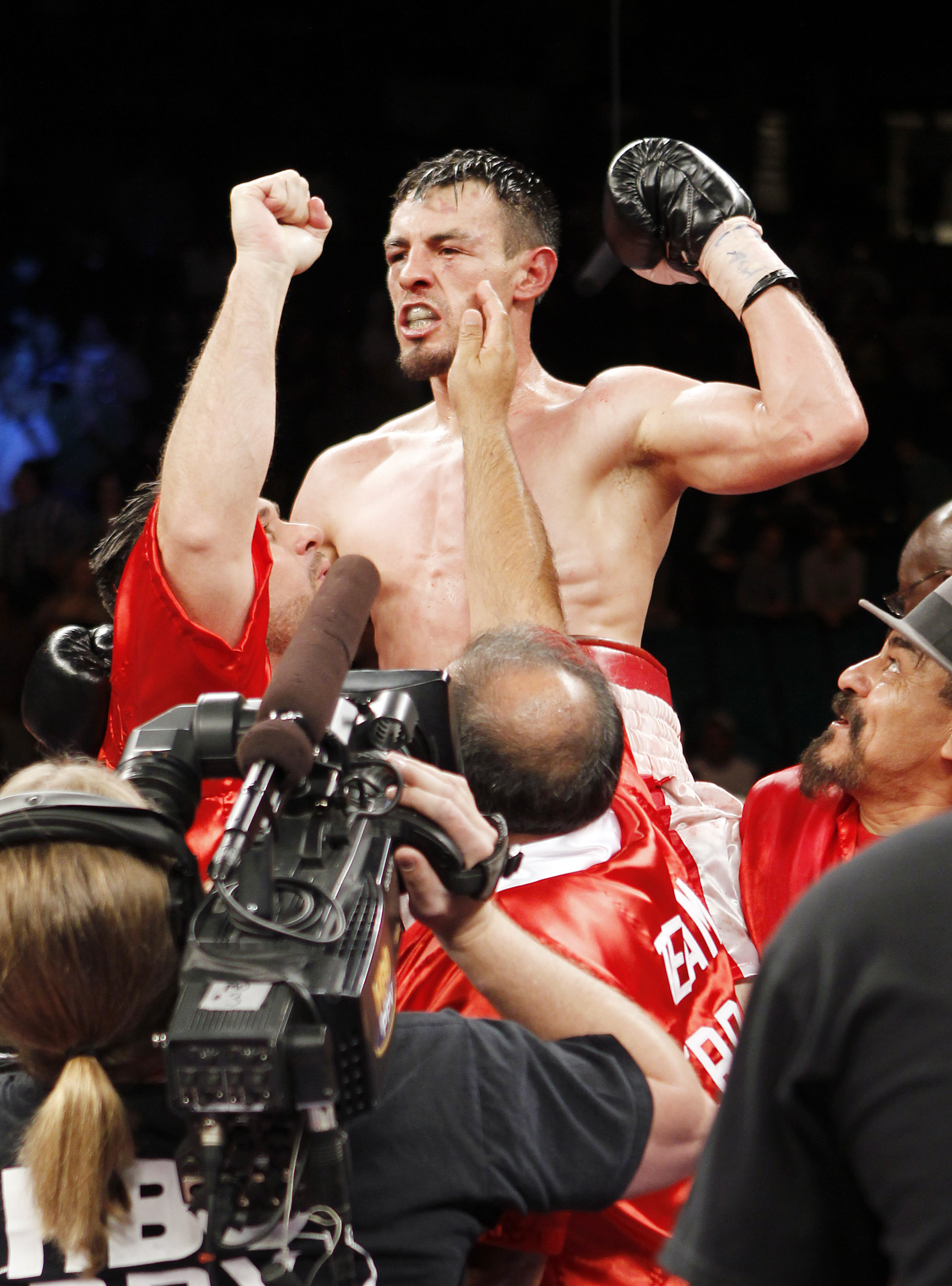 Robert Guerrero put his career on hold while his wife was battling leukemia. (AP)