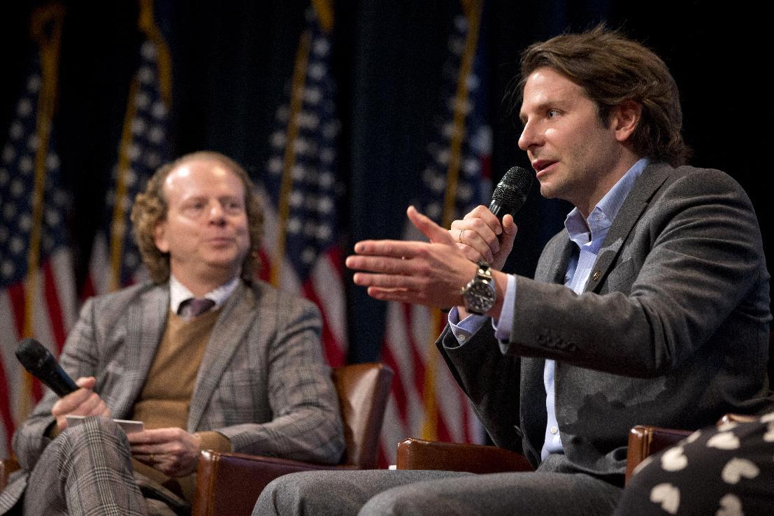 Obama, Cooper push for media help in better vet portrayal