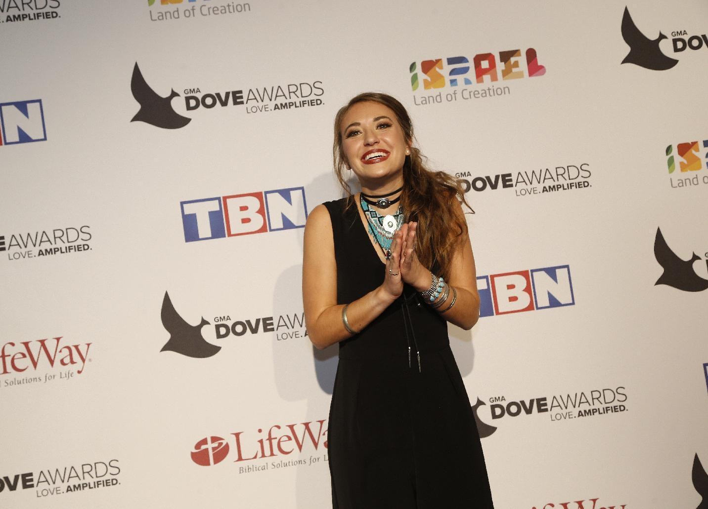 Singer Lauren Daigle repeats with 3 wins at Dove Awards