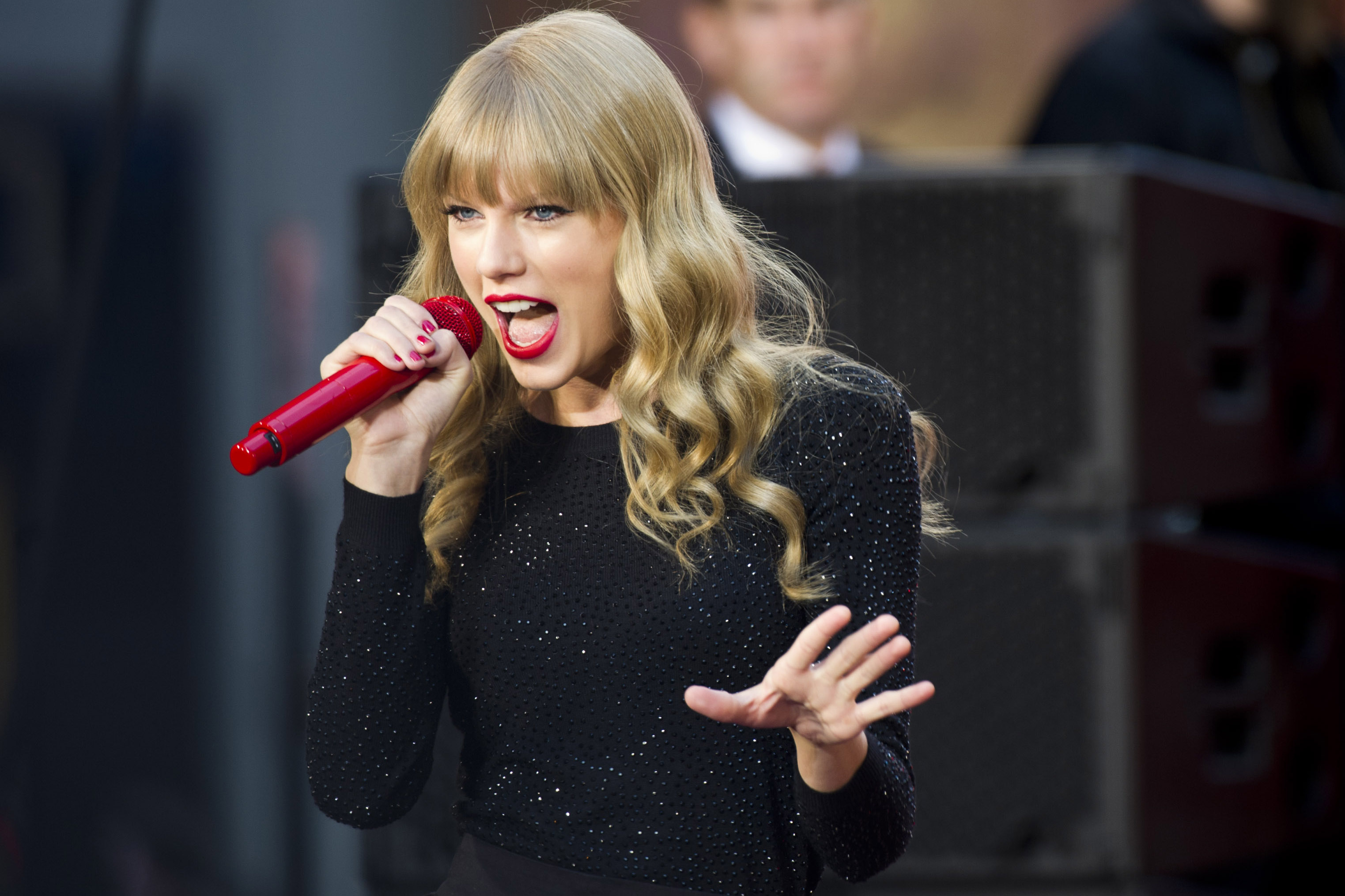 FILE - This Tues., Oct. 23, 2012 file photo shows Taylor Swift performing on ABC's