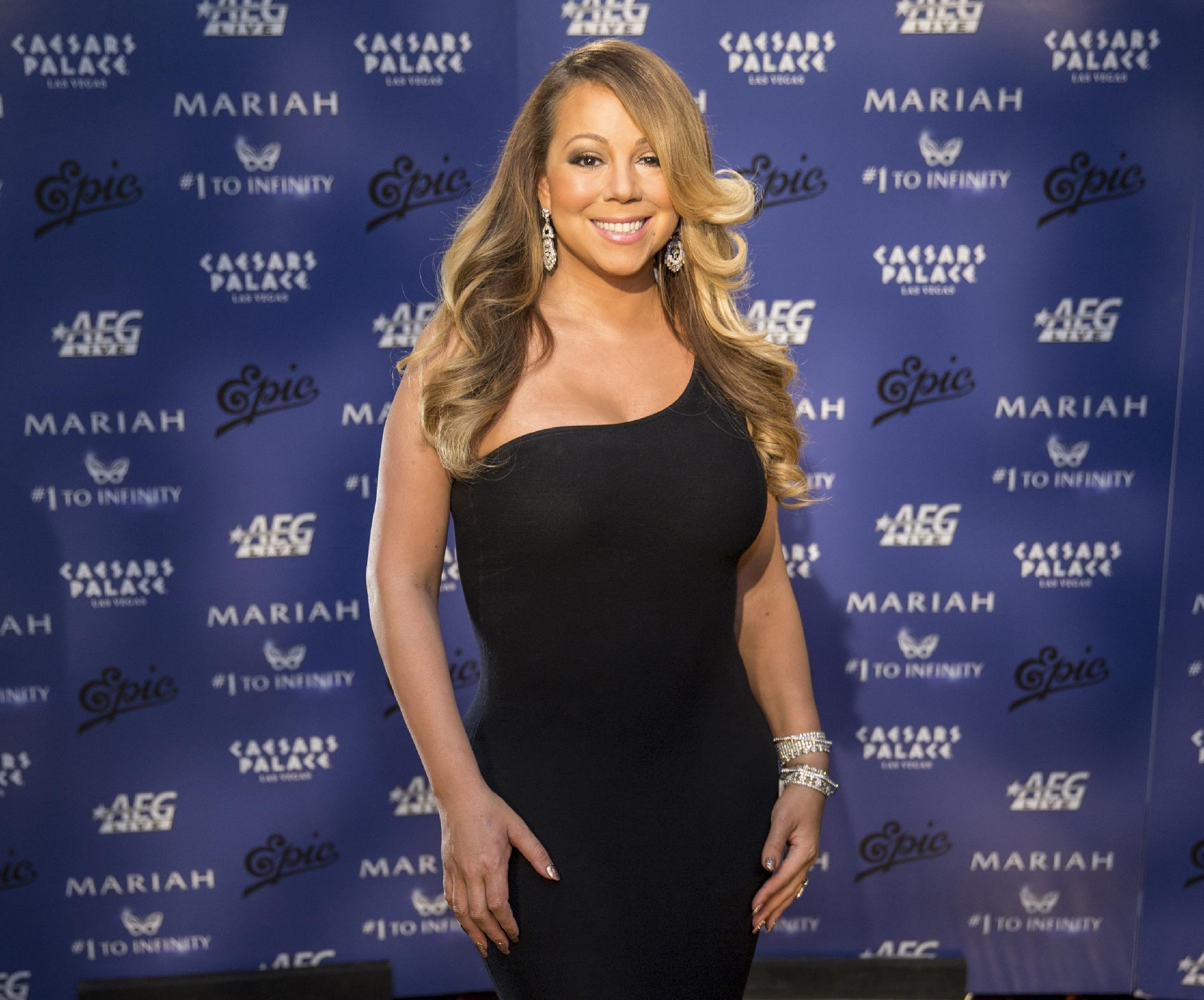 Mariah Carey to sing at Billboard awards after 17-year break