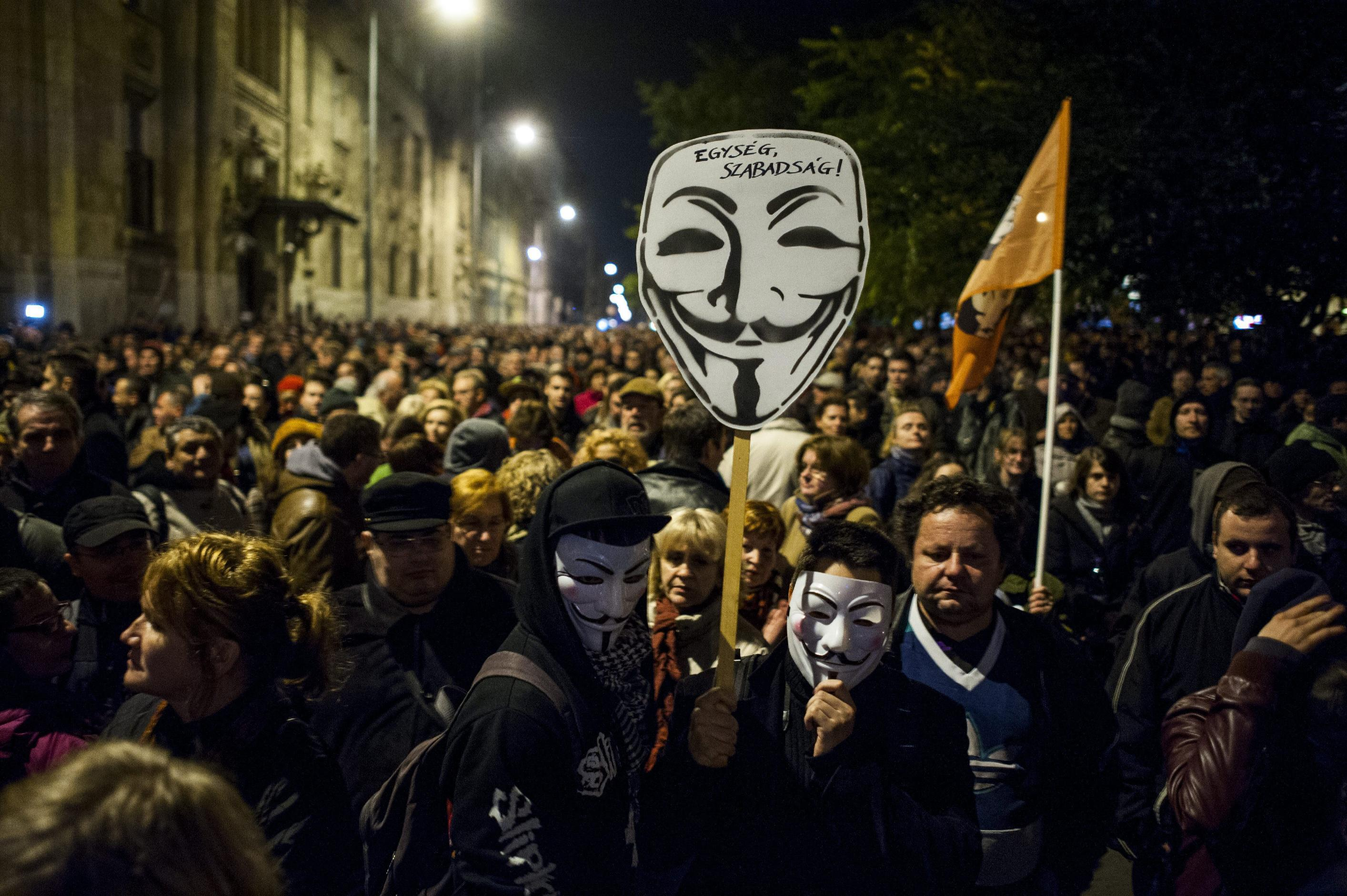 Hungary suspends Internet tax after huge protests