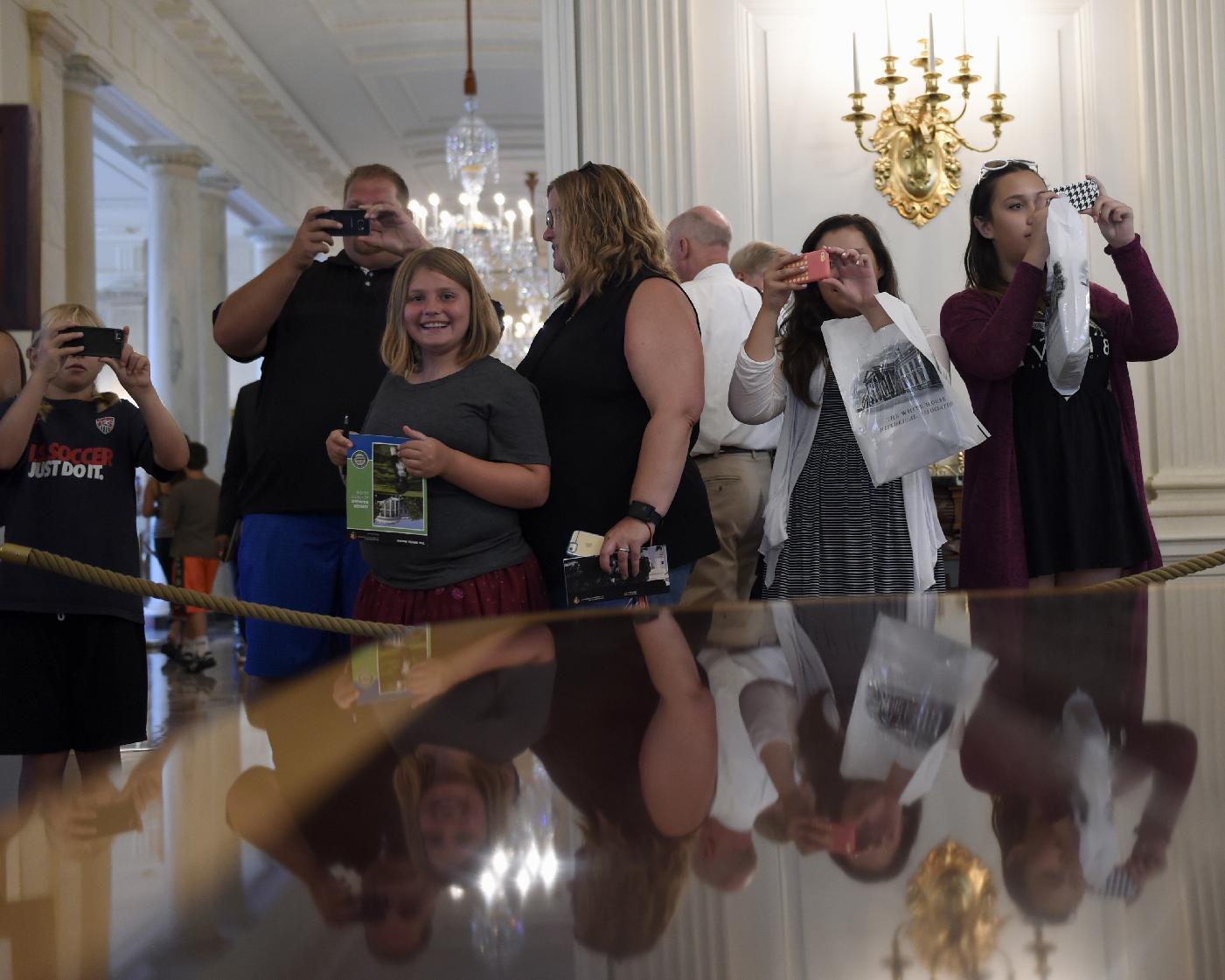 White House to allow photos, social media on public tours