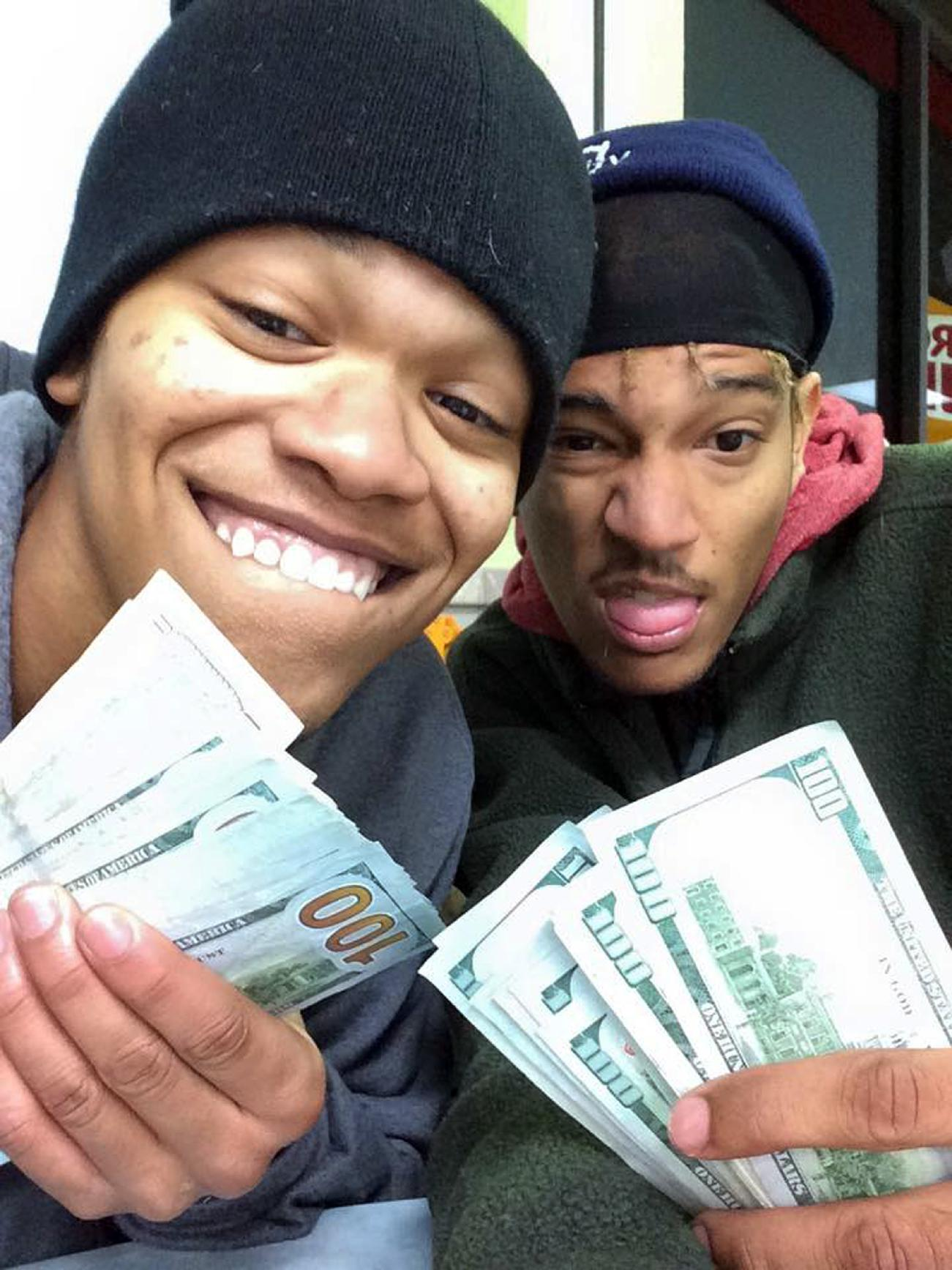 2 nabbed in iPad theft when selfies appear on owner's iCloud