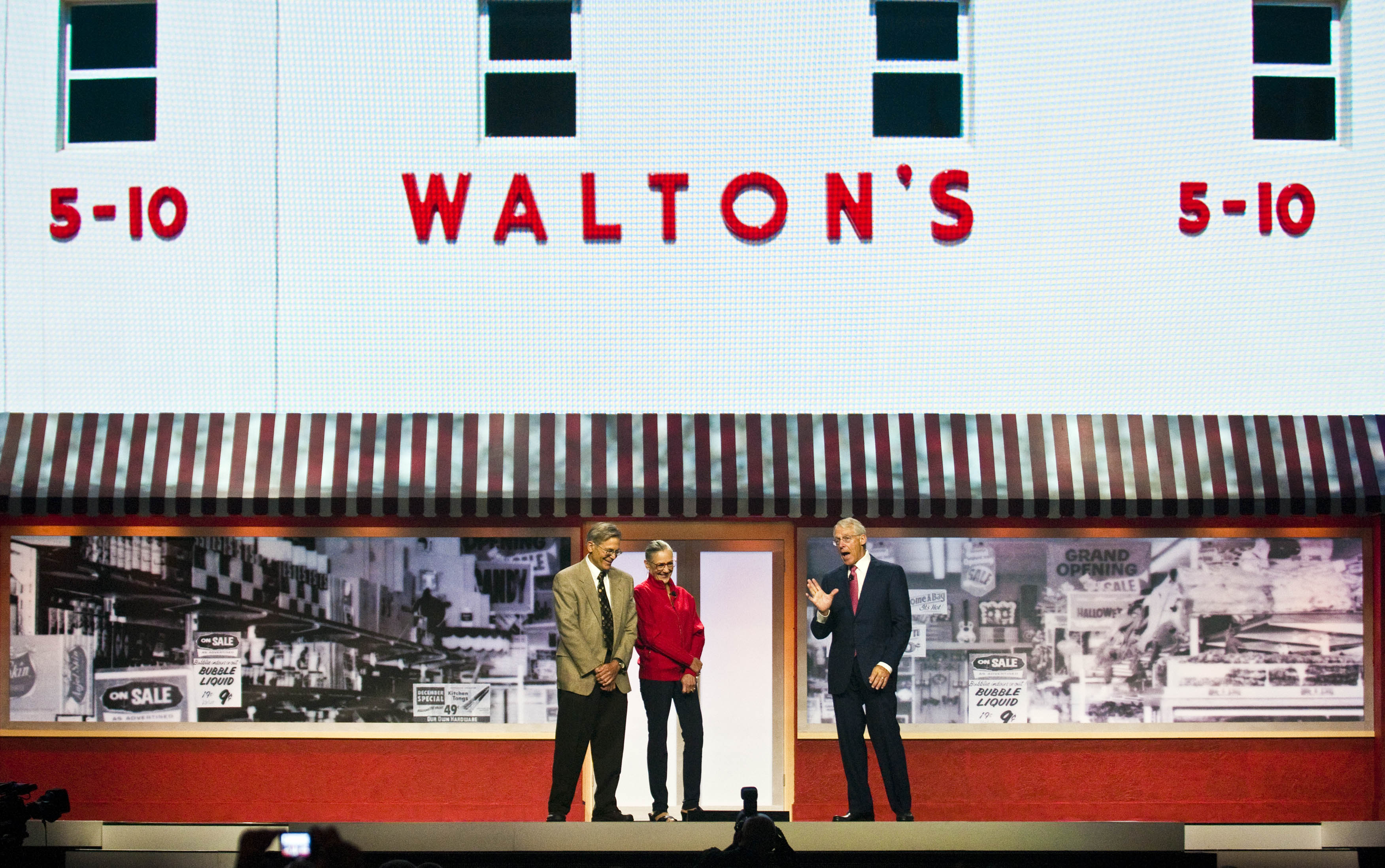 Jim Walton, Alice Walton and Robson Walton (AP Photo/April L. Brown)