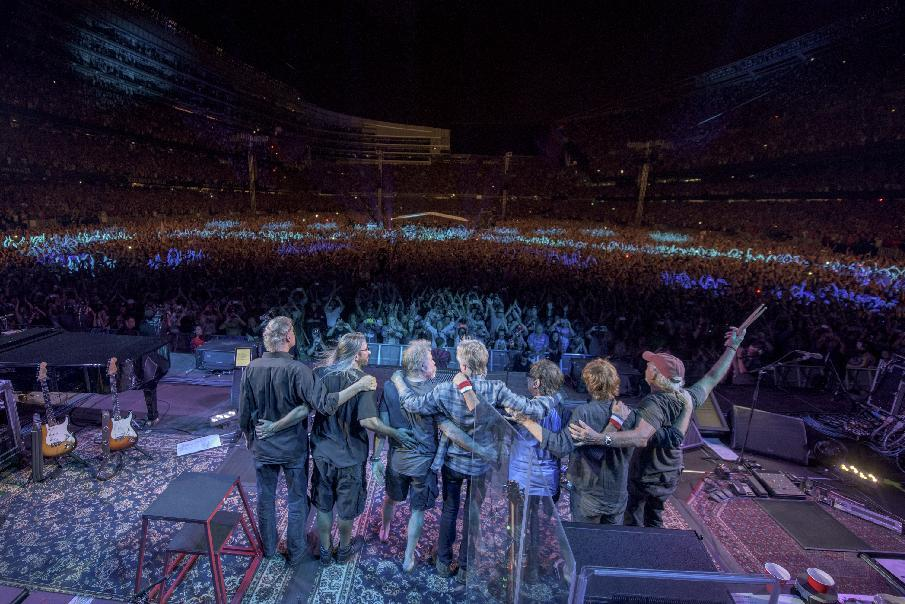Last Grateful Dead show breaks Chicago stadium ticket record