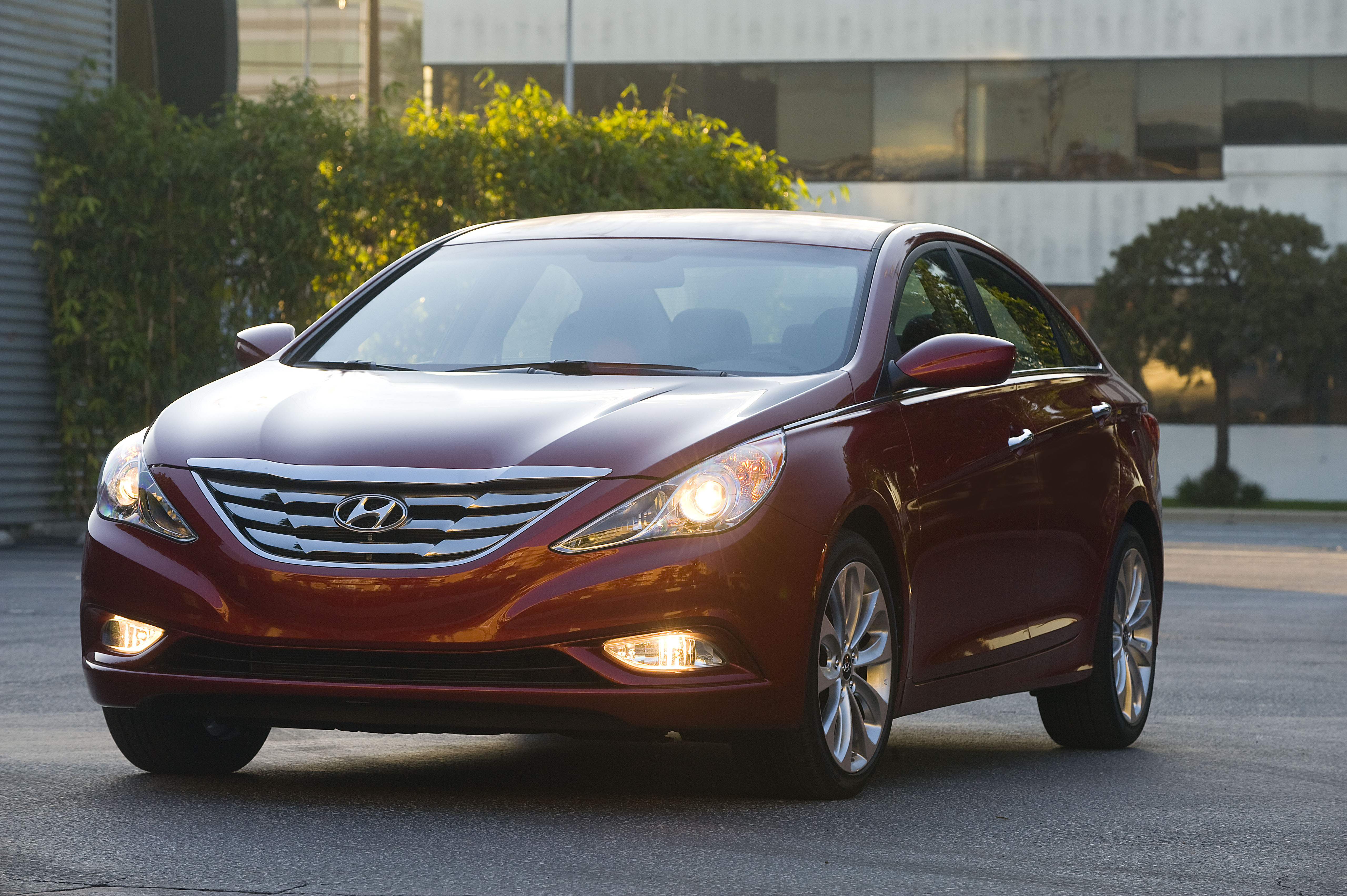 FILE - This undated file product image provided by Hyundai shows the 2013 Hyundai Sonata. Hyundai is recalling its popular Sonata midsize sedan to fix problems with the gear shift levers, the Korean automaker said Wednesday, July 30, 2014. The recall covers 883,000 cars from the 2011 through 2014 model years. (AP Photo/Hyundai, File)