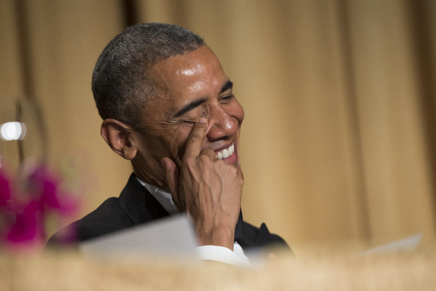 Winding up, Obama tosses zingers at press, political foes