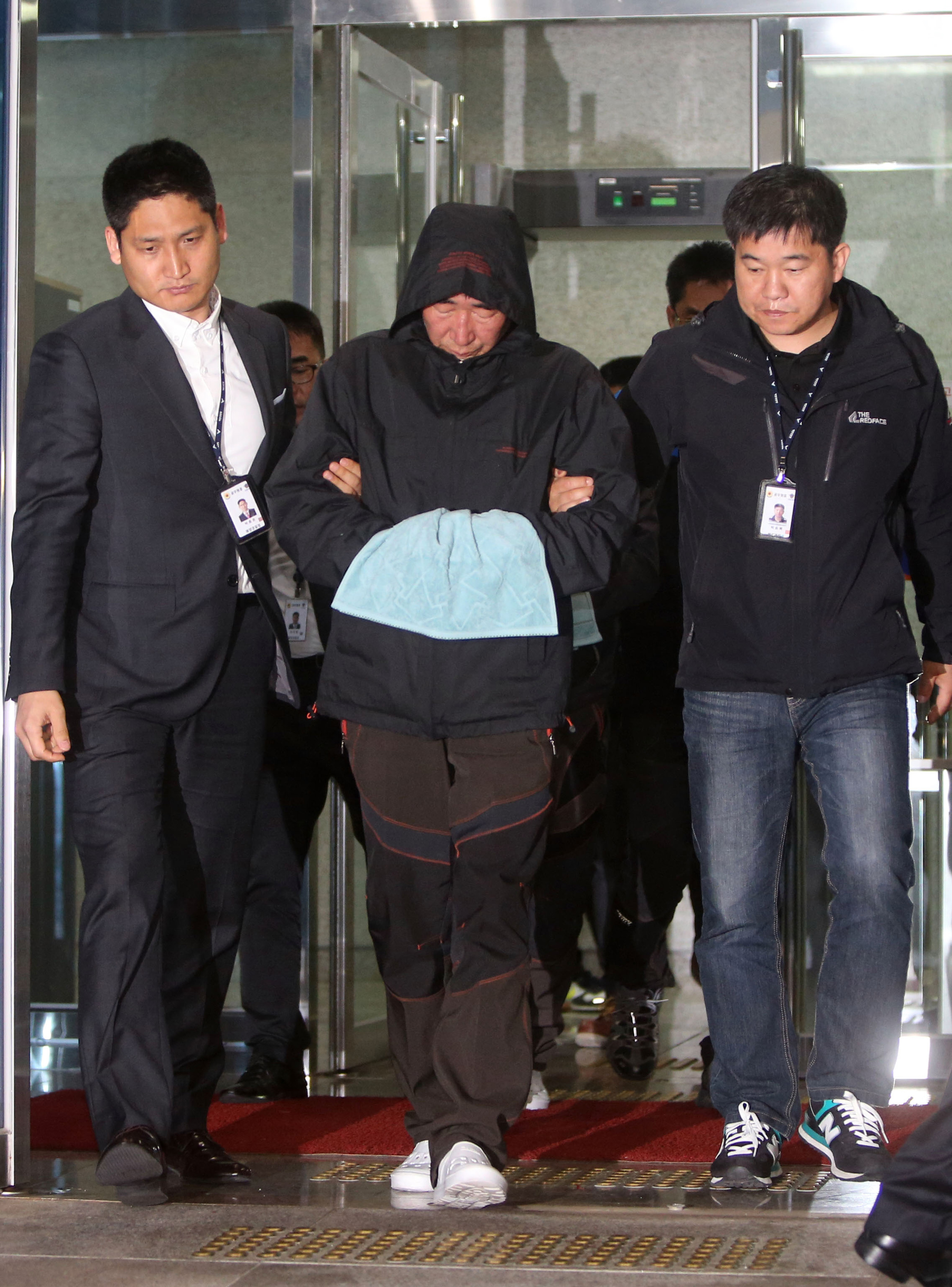 Captain of sunken S. Korean ferry, 2 crew arrested