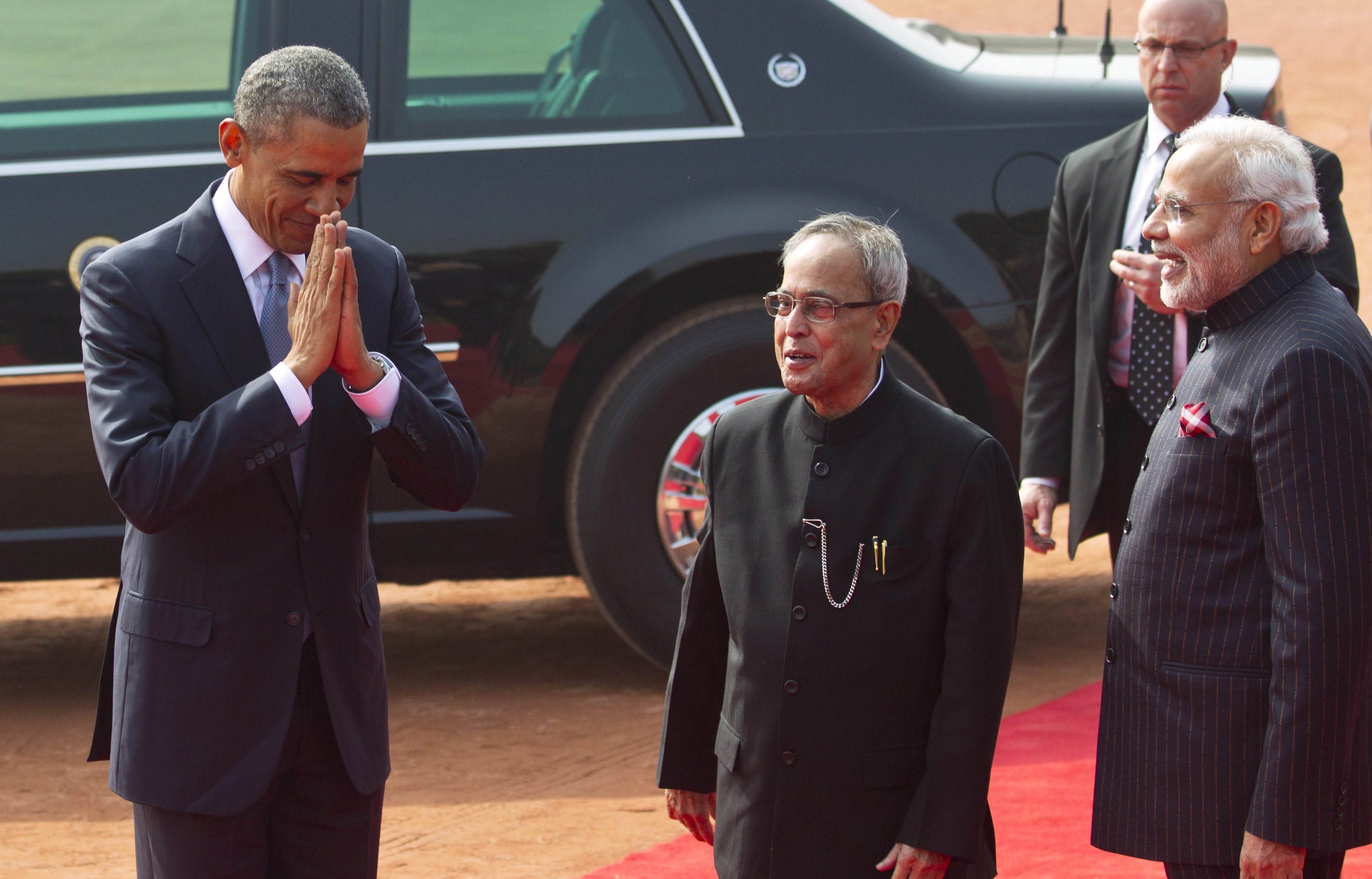 Obama received warmly in India, seeks policy advances