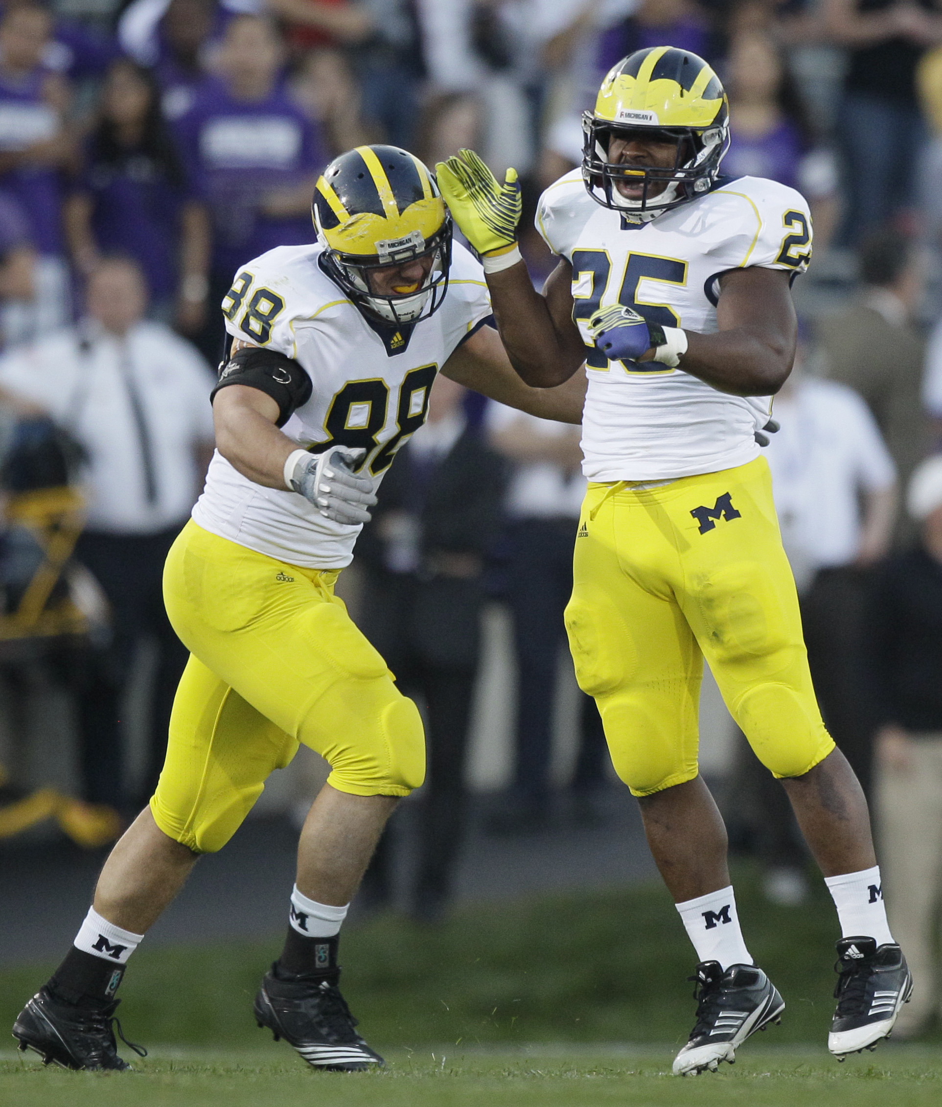 DE Craig Roh (88) and LB Kenny Demens (25) are key players in Michigan's front seven. (AP)