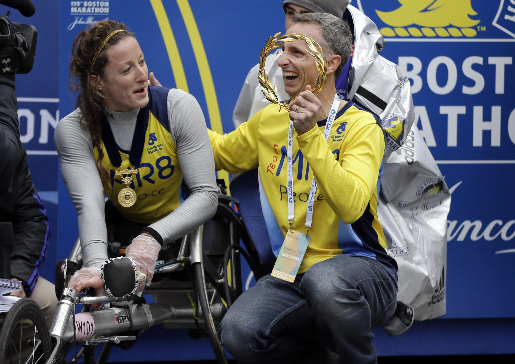 The Latest: Wheelchair champ gives wreath to Richards family