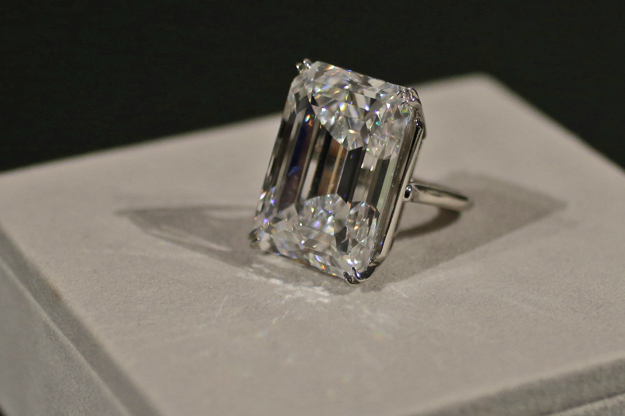 100-carat diamond could bring $25M at auction