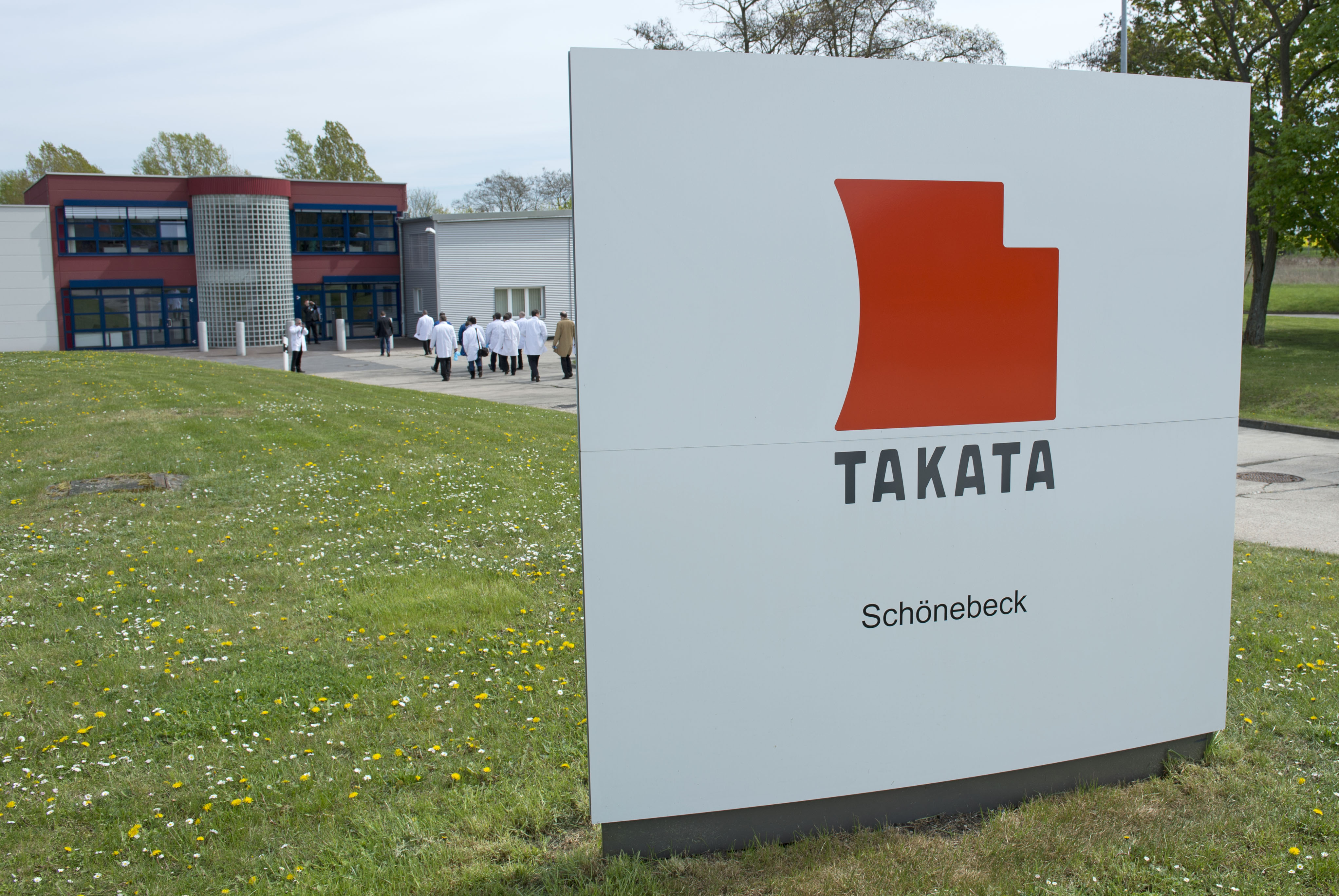 NHTSA threatens to act against Takata, air bag maker (AP Photo/Jens Meyer, File)