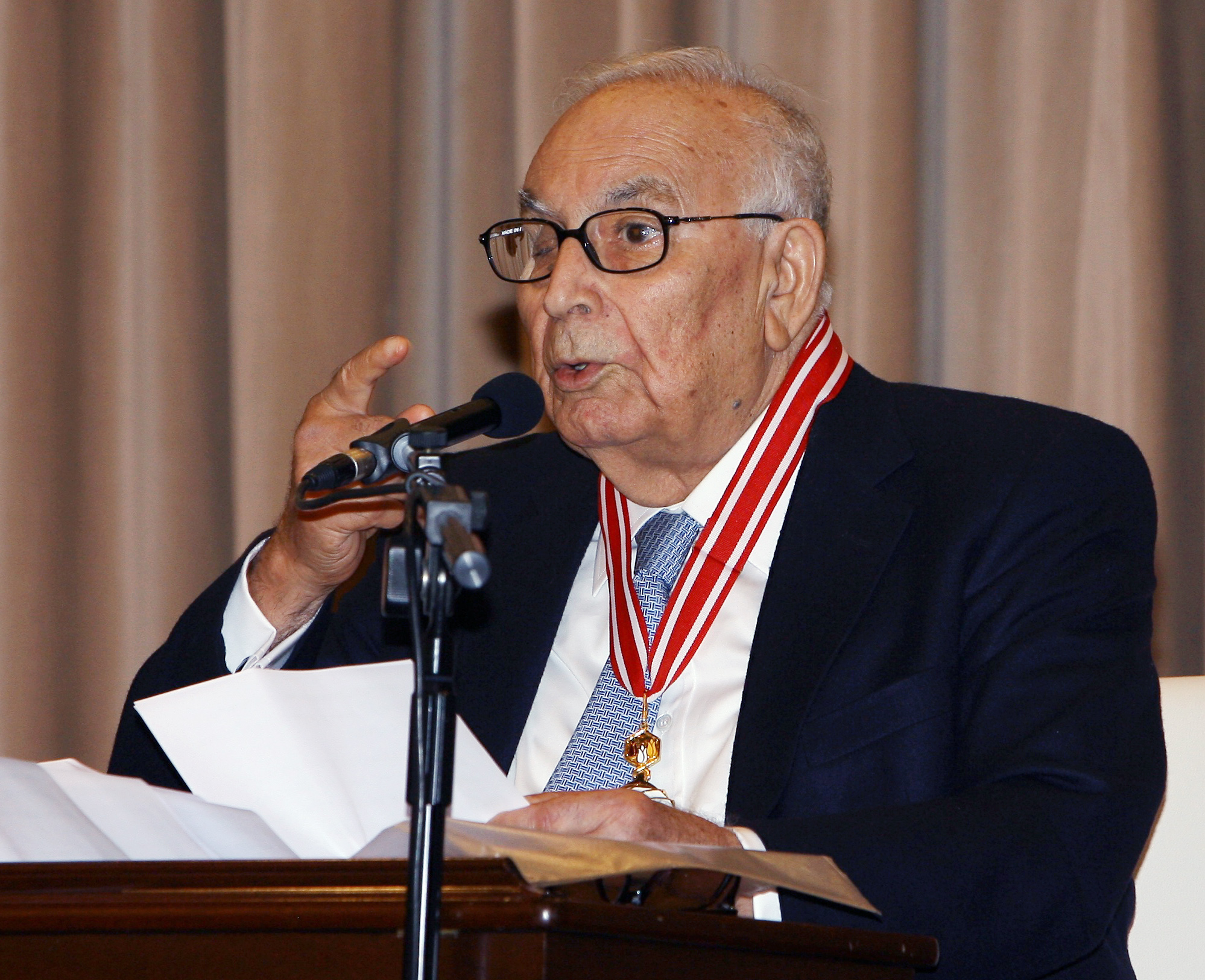 Turkish author Yasar Kemal dead at 91