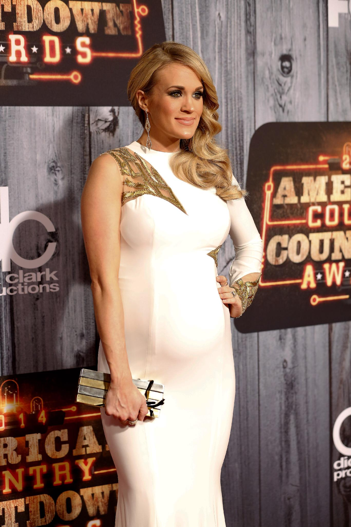Carrie Underwood becomes a mom, gives birth to a boy